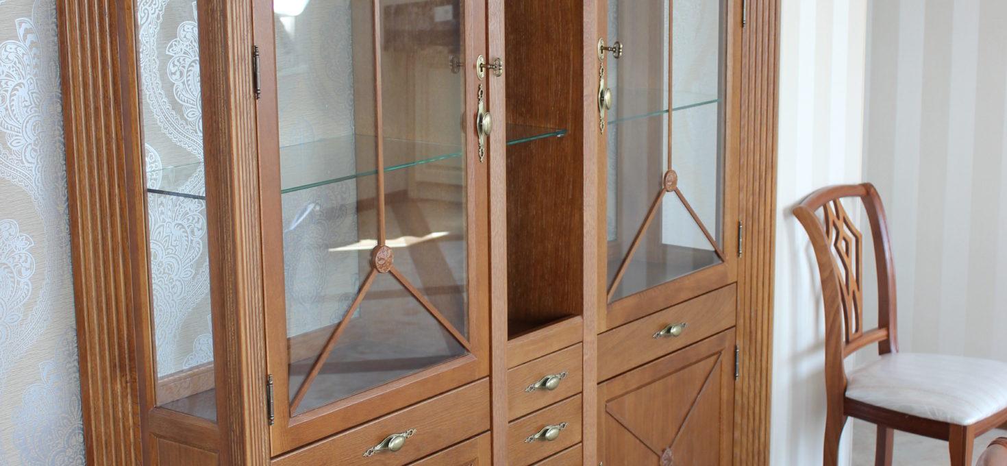 Шкафы, витрины из массива дерева