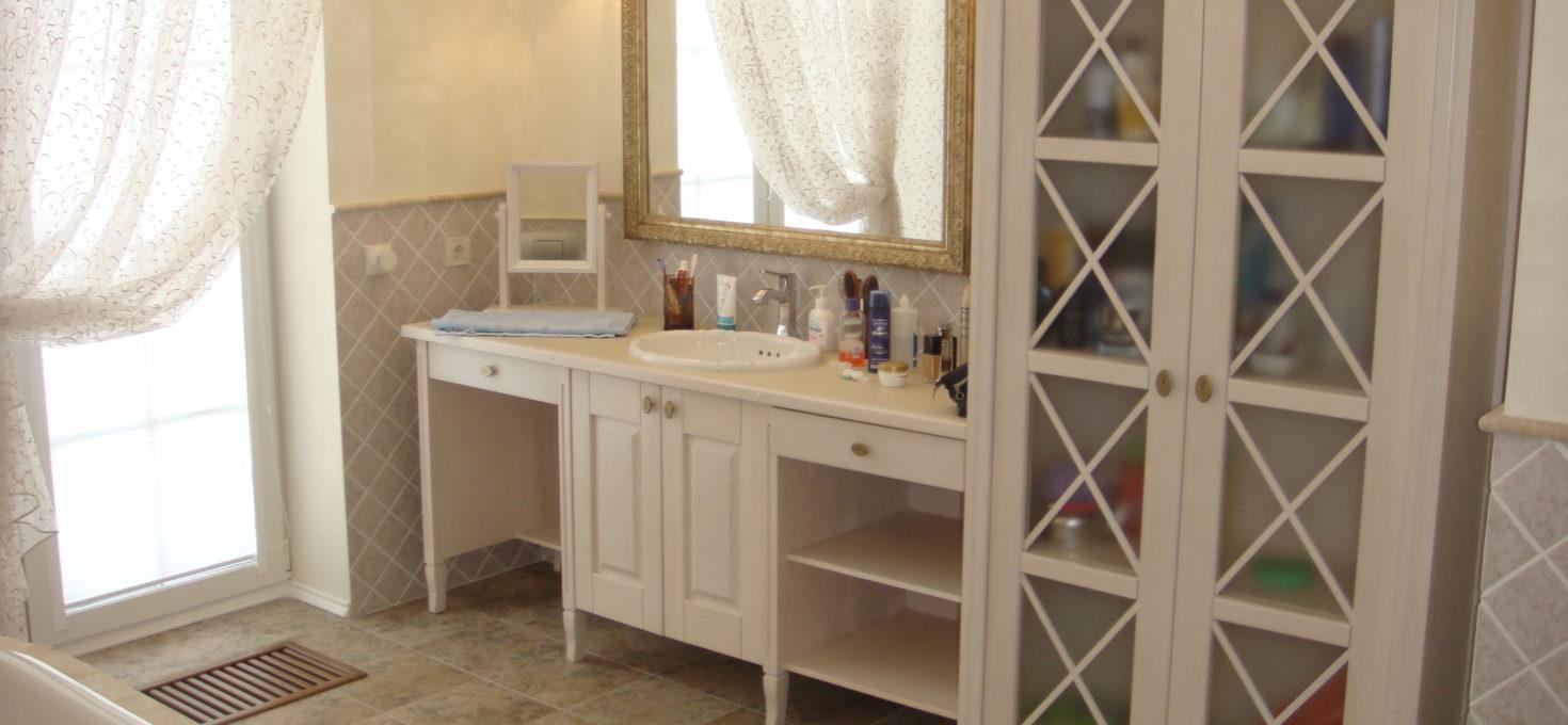 Мебель для ванной комнаты из массива дерева