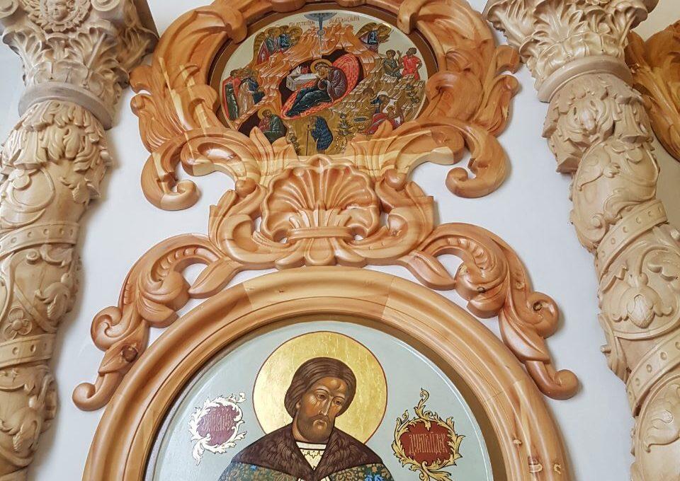 Резной церковный декор из массива дерева